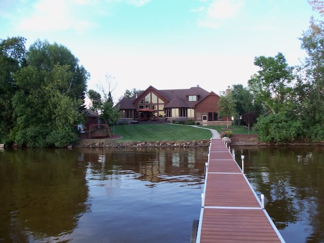 Lake House Retreat on Lake Noquebay! - Wausaukee - House