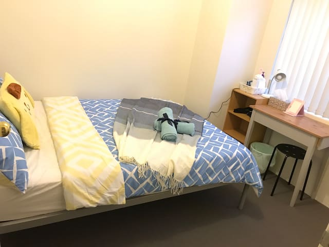 Double bed room near Perth CBD Curtin University