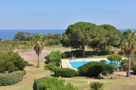 Mini villa 40 m2 vue mer près santa giulia