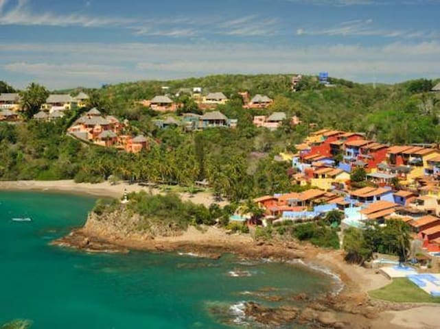 Costa Careyes, casa canario