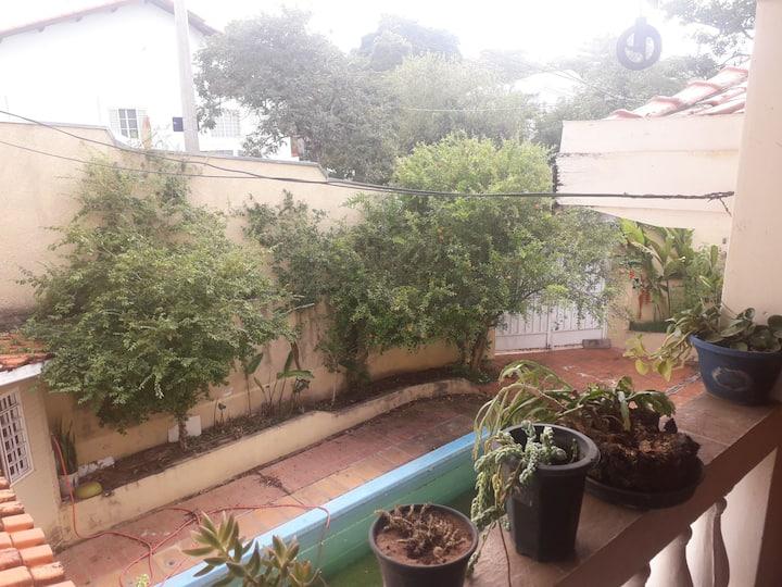 Casa Grande em Bairro Nobre - Área Verde