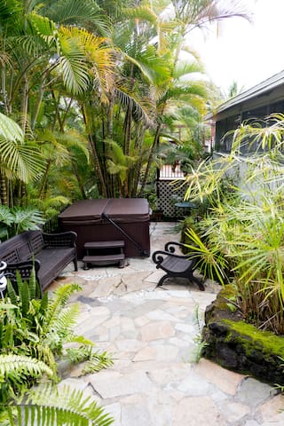 Lovely Private Tropical Bungalow Hideaway