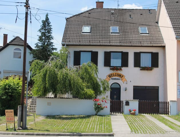 Welcome Guesthouse - double room with city view - Eger