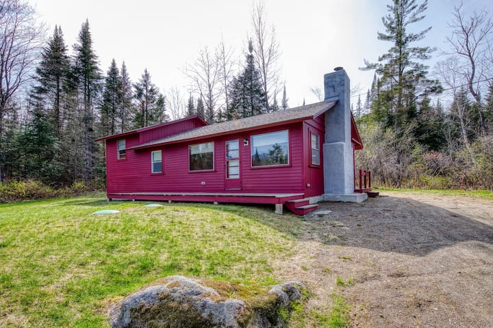 Dog-friendly, mountain view home w/ wood stove - close to town & slopes!