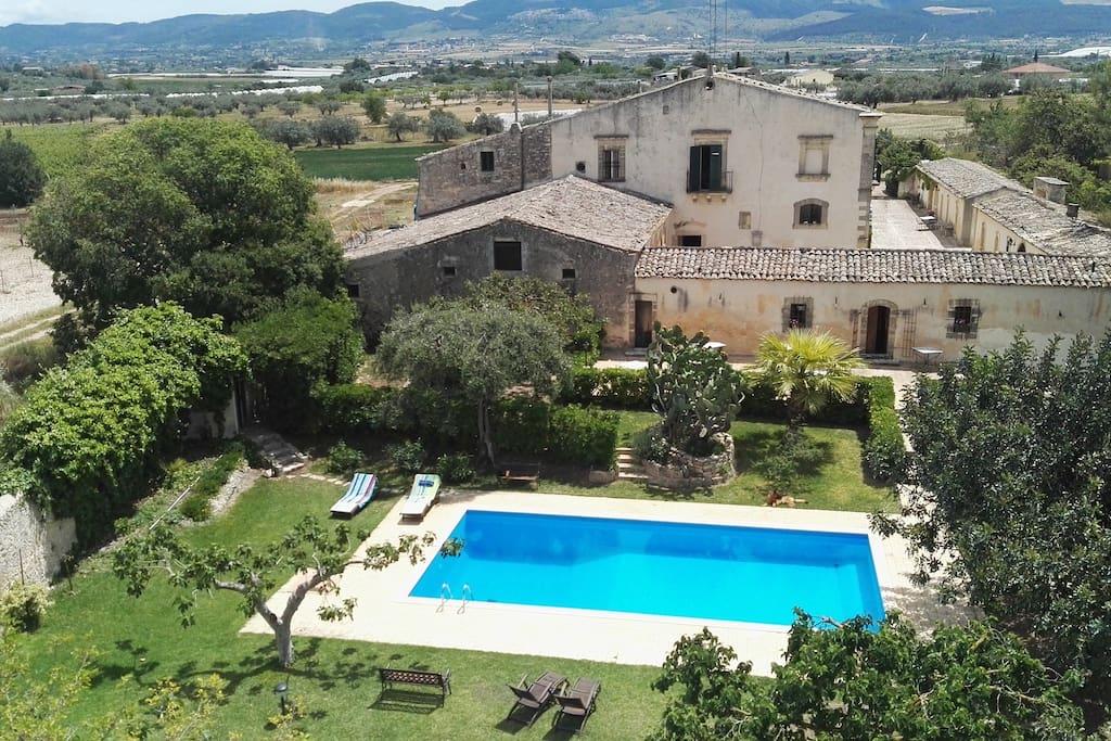 Magnifica antica villa siciliana con piscina resort in - Villa con piscina sicilia ...