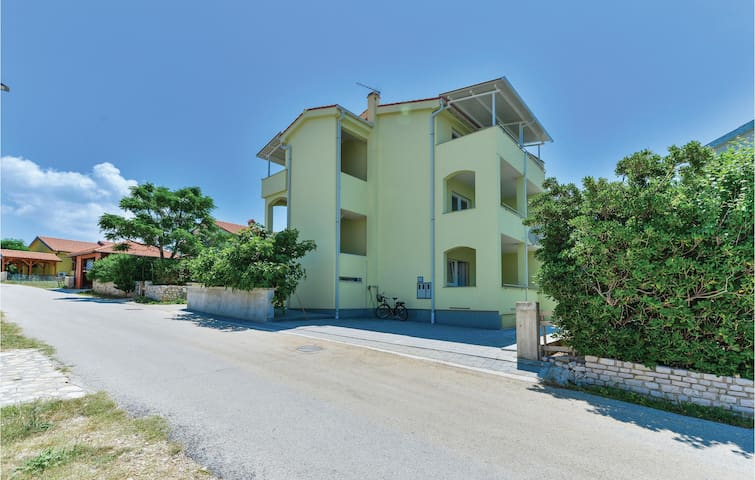 Holiday apartment with 2 bedrooms on 53m² in Povljana