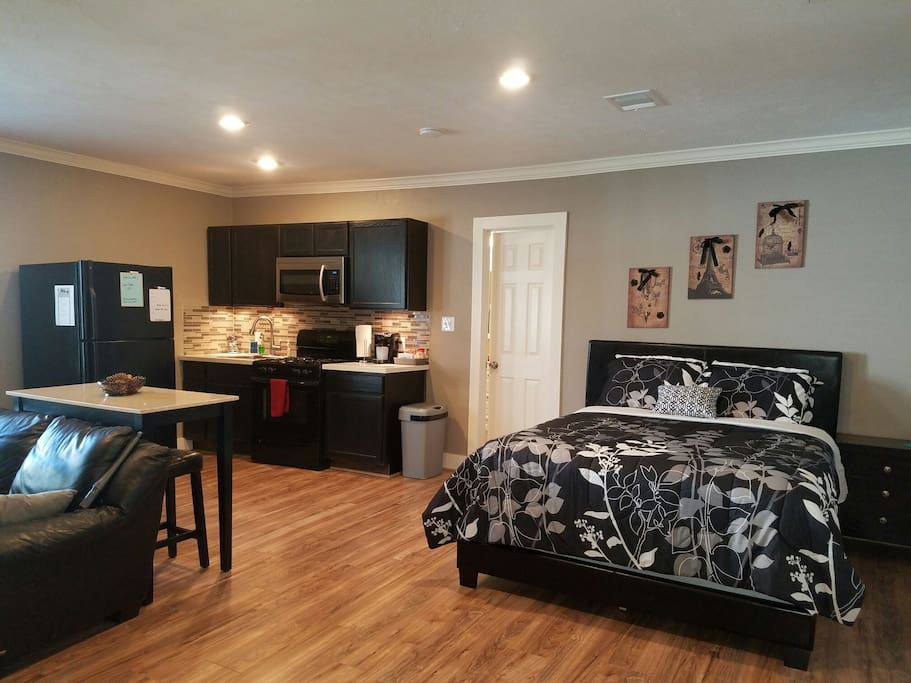 Stunning studio apartment w full size kitchen guest for Mother in law apartment for rent near me