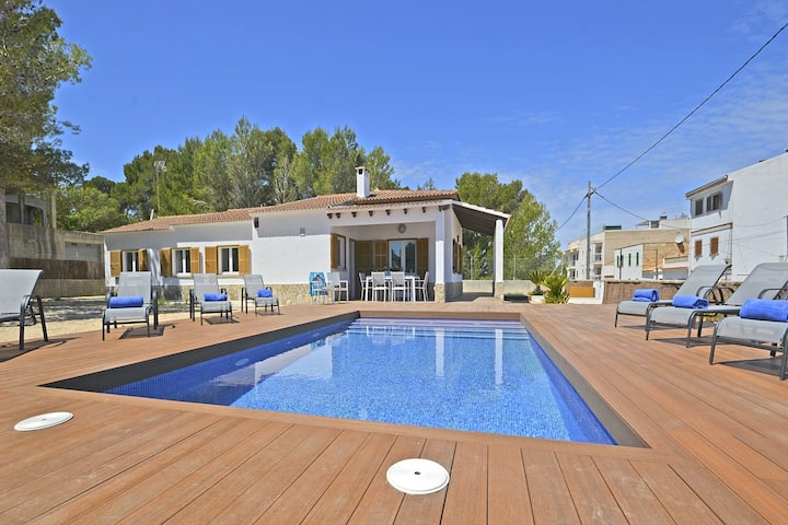 PINOCHA, house with private Pool at 300 mts. from the sandy beach