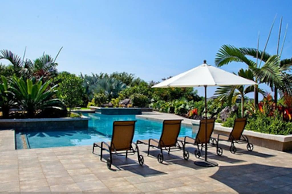 2 Beautiful Pools with ocean views and sunsets