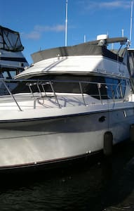 Luxury motor yacht - Puget Sound - Bainbridge Island