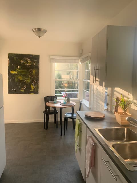 Entire apartment - 1 Bed - Hollywood Hills Oasis