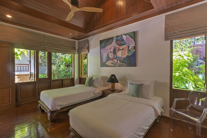 Villa Sunyata - Bedroom #5 - Twin Beds convertible to King size Bed - adjoining to Bedroom #4