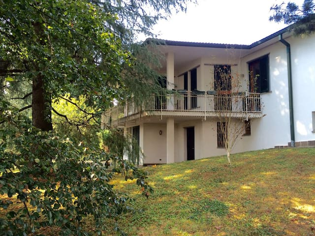 Camere private in villa con parco - Arcore - Huis