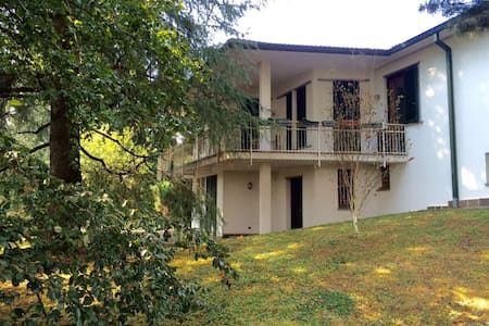 Camere private in villa con parco - Arcore