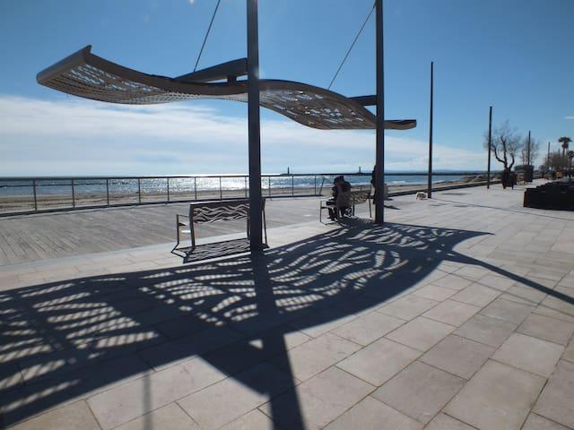 Le Grau d'Agde : studio cabine à 2 pas de la plage