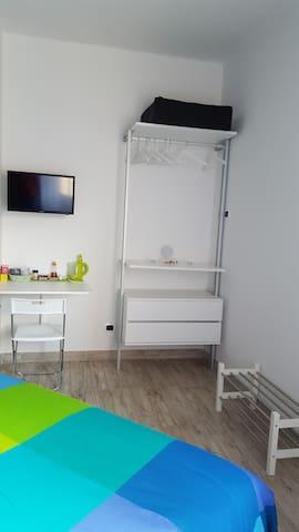 armadio e scrivania