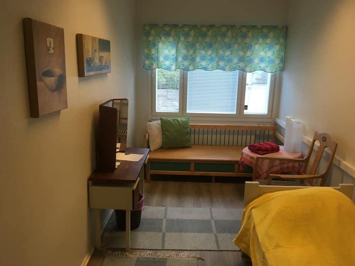Vihreä talo - Casa verde, Essin huone