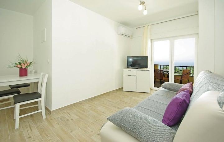 MAŠA-Two Bedroom Apt with Pool&Balcony&Sea View