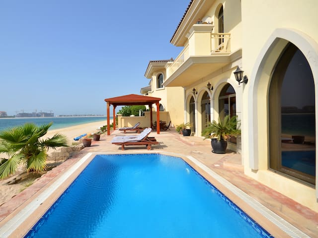 Luxurios Palm Island Villa w/ Private Pool & Beach - ドバイ - 別荘