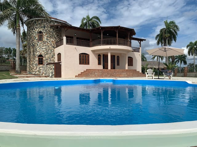 PRIVATE, GUEST FRIENDLY MINI CASTLE IN SOSUA