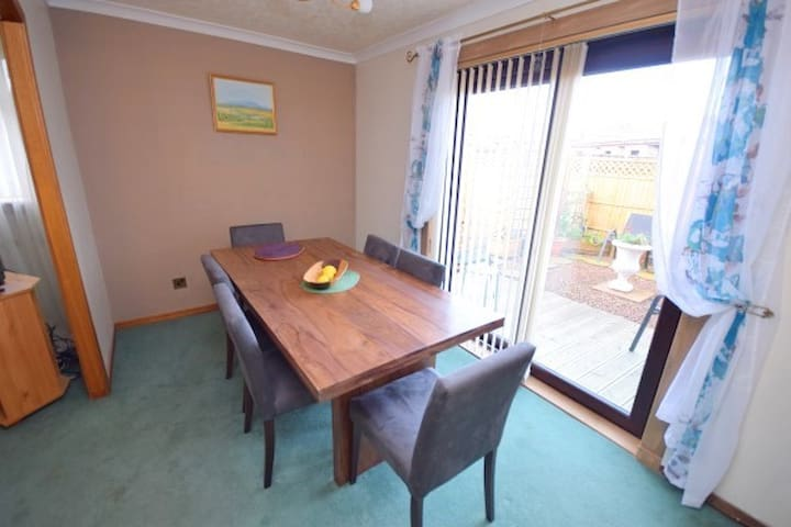 2 Double rooms in a Fife country village - Dunfermline