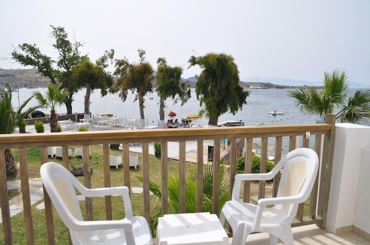 Deniz manzaralı oda(ayrı-double yatak seçenekleri)