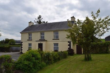 Traditional Rural Ireland Old Farmhouse - Caltra