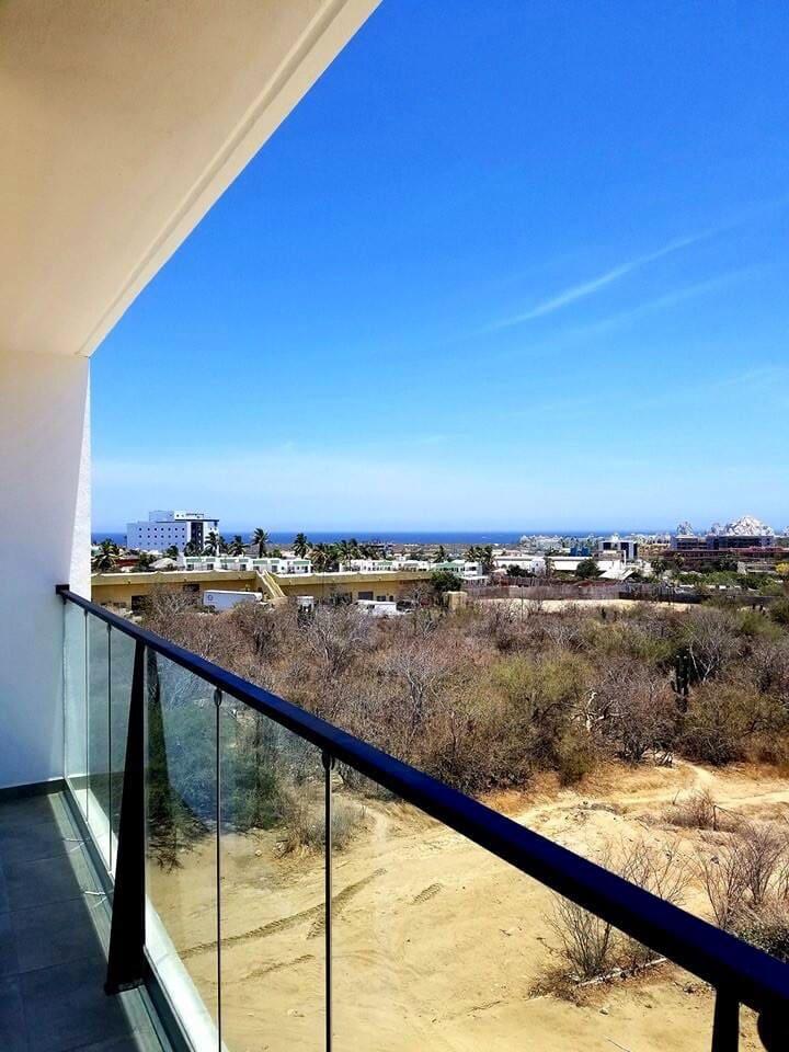 Vista desde el balcón al Arco de Los Cabos   View from the balcony to Los Cabos famous Arch