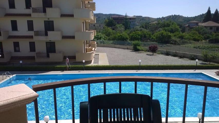 Accogliente trilocale con piscina - Gioiosa Ionica - Departamento