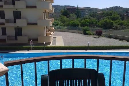 Accogliente trilocale con piscina - Gioiosa Ionica