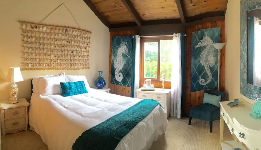 Mermaid Dreams Bed & Breakfast -- Seahorse Room