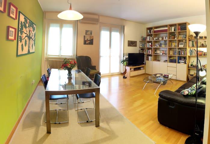 Private room in Milan (Bisceglie Metro1) - Milano - Huoneisto