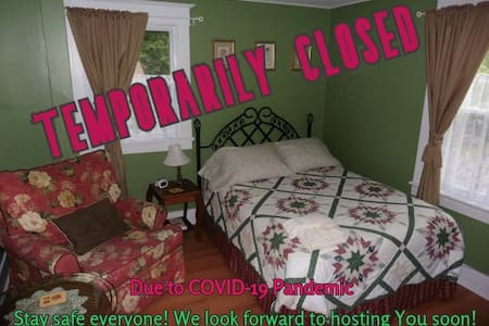 Cozy Private Room in Belleville (Green Room)