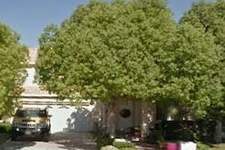 Cozy Home with Mountain View and Meditation Garden - Palmdale - House