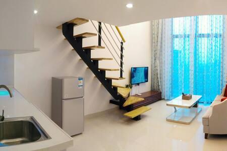 广州长隆度假区旁,广州南站景观复式情侣大床房。 - Guangzhou