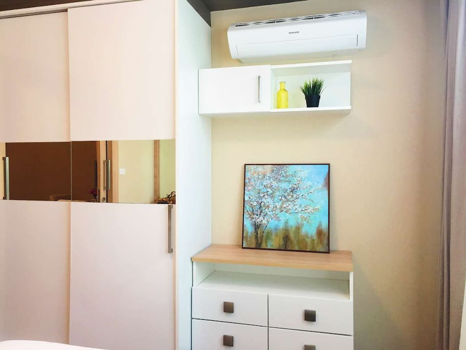 双开门大柜,低柜及空调 wardrobe and air-conditioning