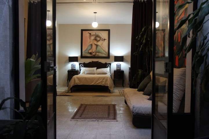 Roma Luxury Art/Vintage Studio Apartment w/ Patio - Ciudad de México - Appartement en résidence