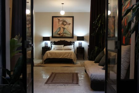Roma Luxury Art/Vintage Studio Apartment w/ Patio - Entire Floor