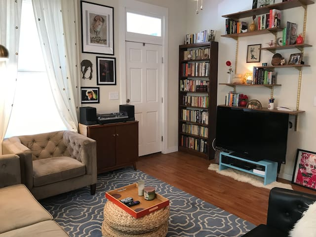 Cozy Eastside Home--walk to downtown!