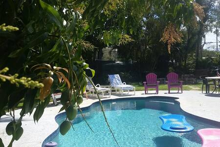 Pet Friendly Pool Home & Complimentary Breakfast! - Stuart - House