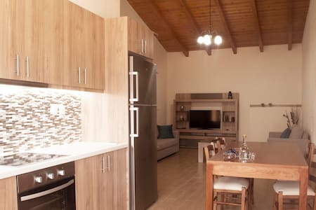 Pleasant and spacious apartment - Chania