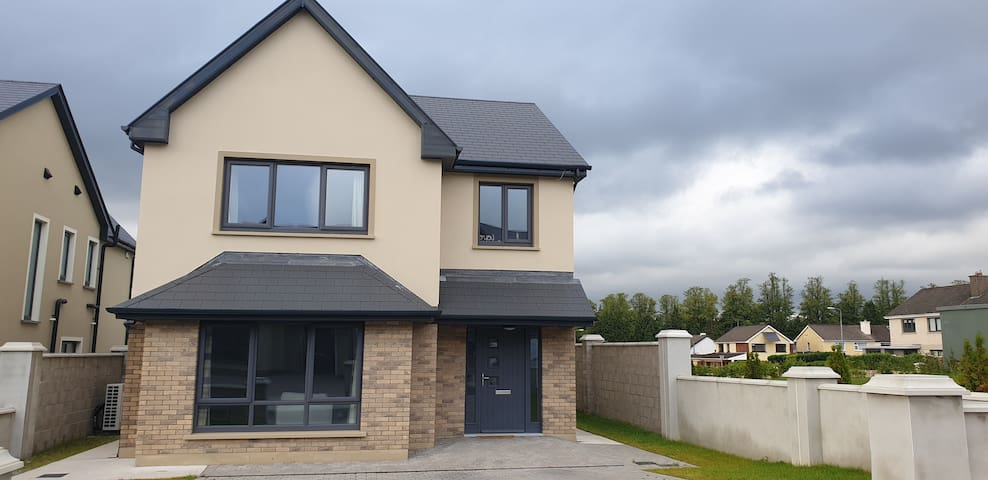 Centrally located double room ensuite in Killarney