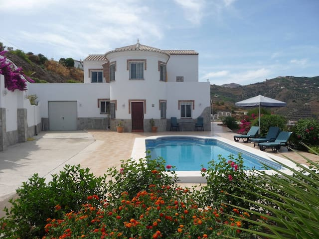 Countryside private apartment with pool & sea view