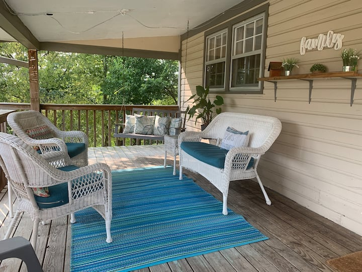 Close to Guntersville lakes regions and fishing.