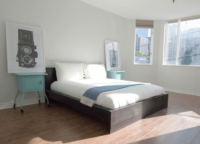 Retro 1 bedroom apartment at downtown core