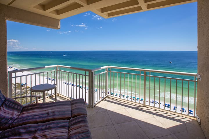 Penthouse, 3BR/3BA, Right on Destin Gulf & Beach!