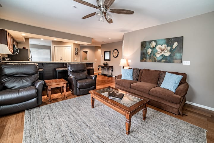 *Course View* 2 King Bed, 2 Bath Condo with Full Kitchen/ Dining Room