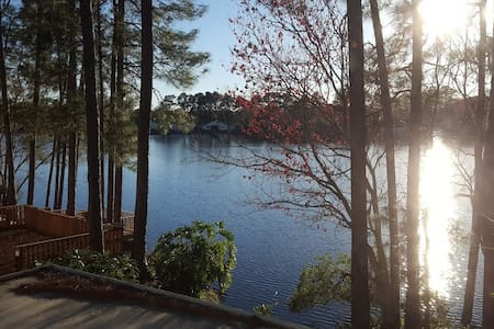 Quiet Lakeside Retreat - Jacksonville - Huis