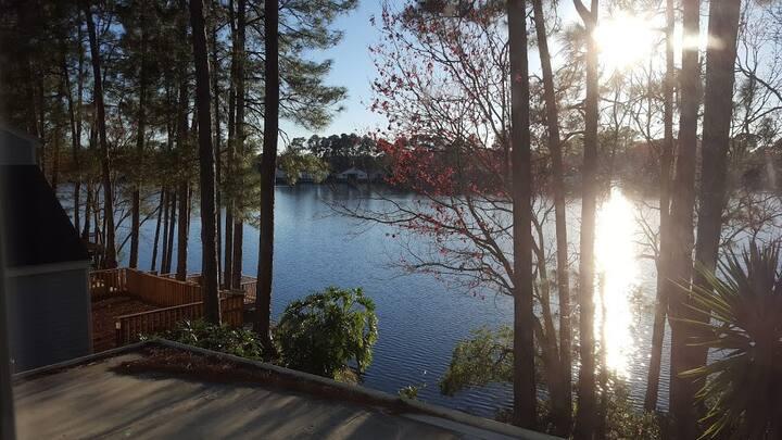 Quiet Lakeside Retreat- Work, relax, kayak, enjoy!