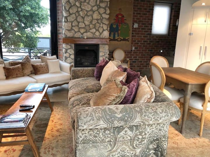 MOST CENTRAL MODERN APARTMENT IN FRANSCHHOEK!